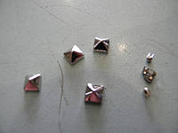 "Украшение на крабике ""пирамидка"""