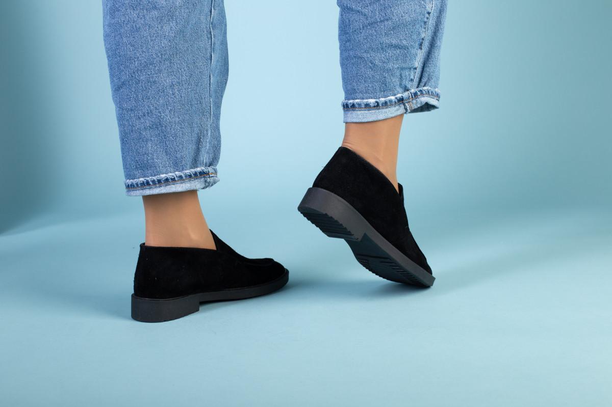 Черные замшевые туфли-лоферы на черной подошве