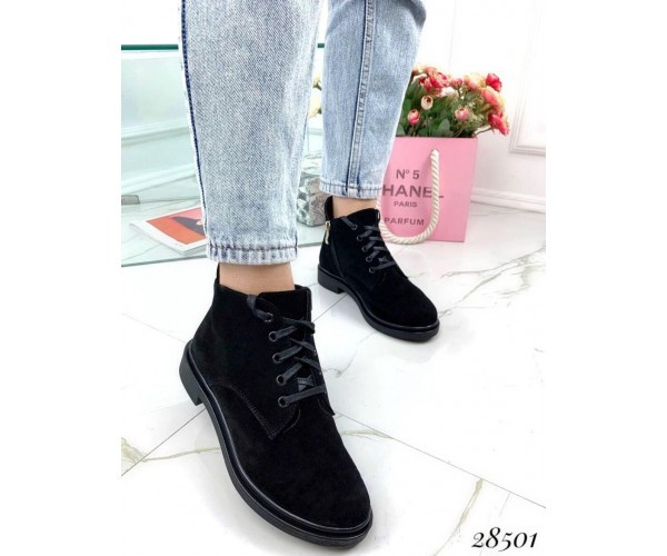 Ботинки осенние Stella сбоку молния, спереди на шнуровке;