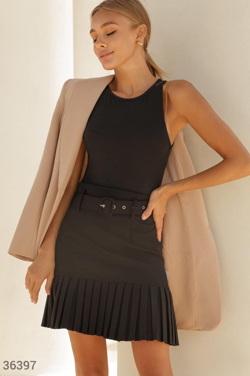 Короткая юбка с плиссерованным подолом черная