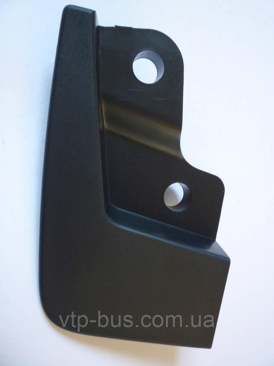 Брызговик передний, правый на Renault Trafic / Opel Vivaro с 2001... Renault (оригинал), 8200091702