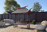 Садова гойдалка у східному стилі з дахом