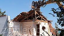 Демонтаж старого дома (вручную и техникой)