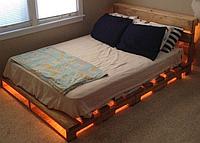 Деревянная кровать с подсветкой