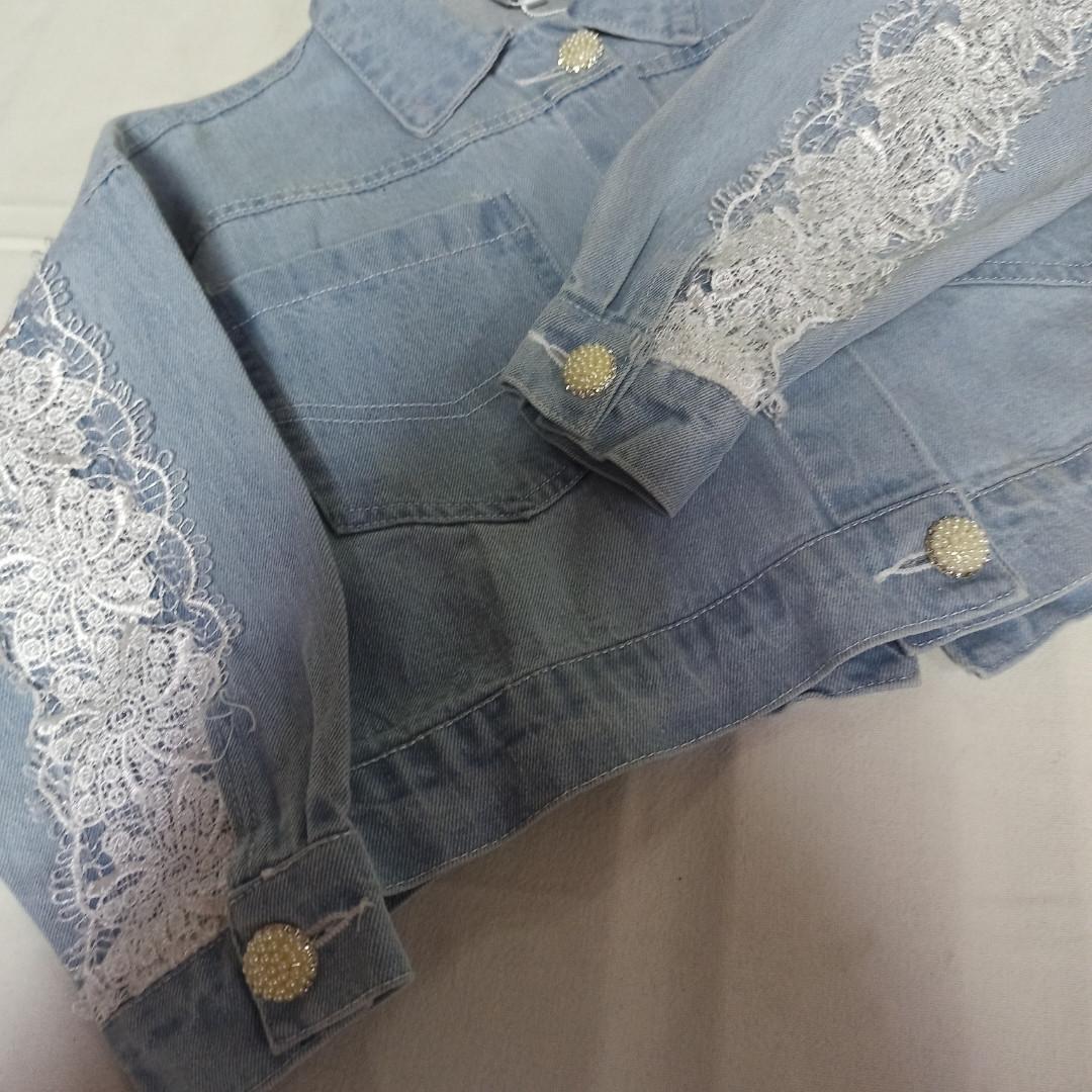 Пиджак джинсовый для девочки с кружевом.