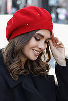 Красивый женский берет Алеста красного цвета