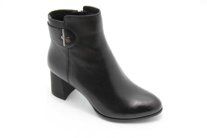 Чорні шкіряні черевики на середньому каблуці B0413