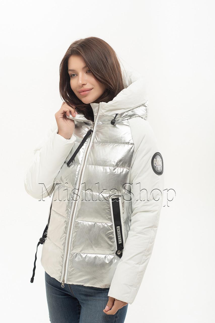 Короткий женский пуховик с комбинацией матовой и глянцевой ткани Peercat 20-801 цвета серебро