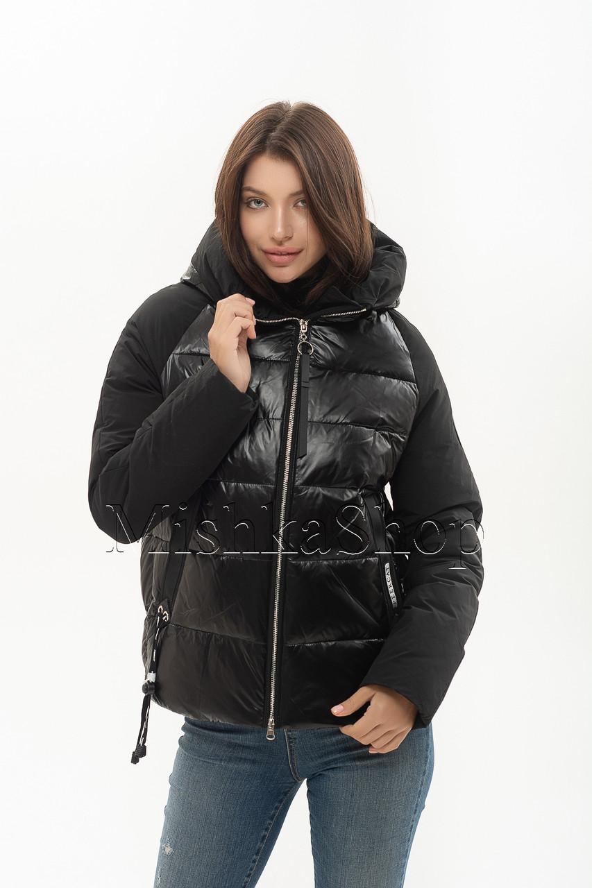 Короткий женский пуховик с комбинацией матовой и глянцевой ткани Peercat 20-801 чёрного цвета