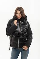 Короткий женский пуховик с комбинацией матовой и глянцевой ткани Peercat 20-801 чёрного цвета, фото 1