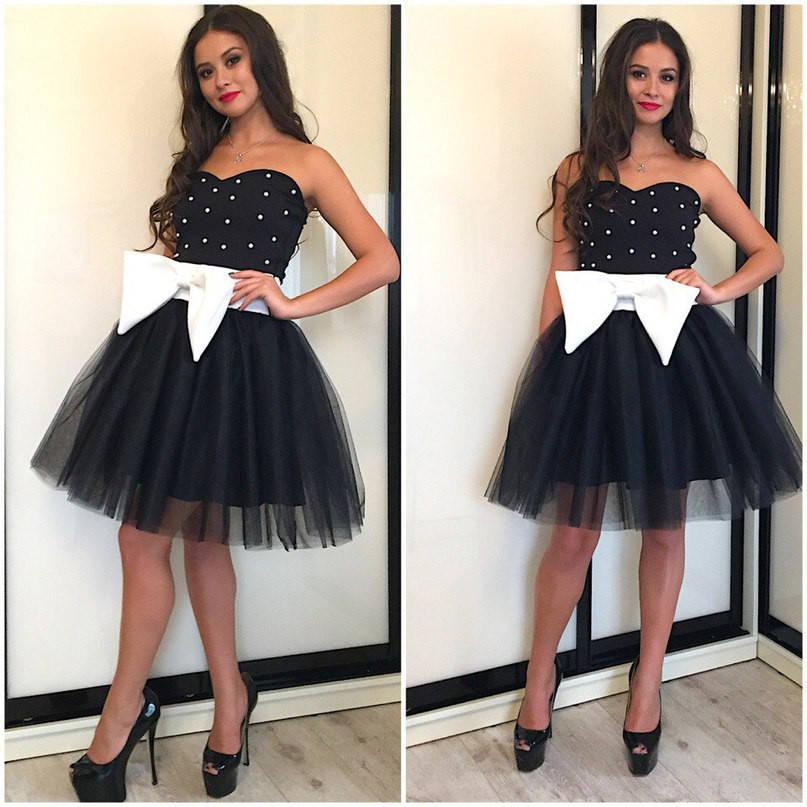 Платье с пышной юбкой,крупным банком и жемчугом