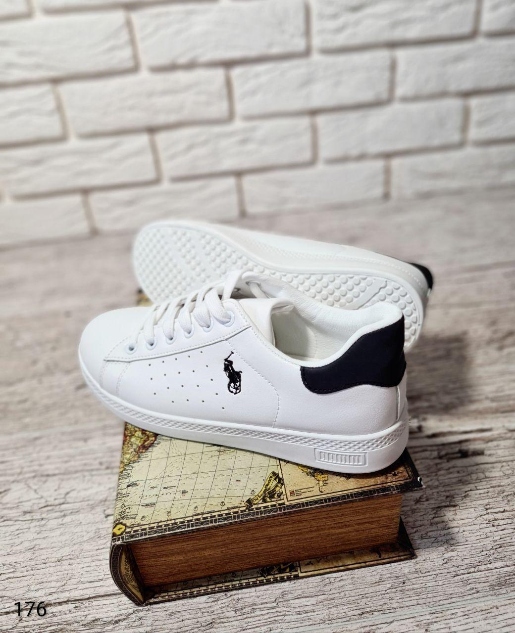 Классические женские кроссовки POOL из еко кожи белого цвета