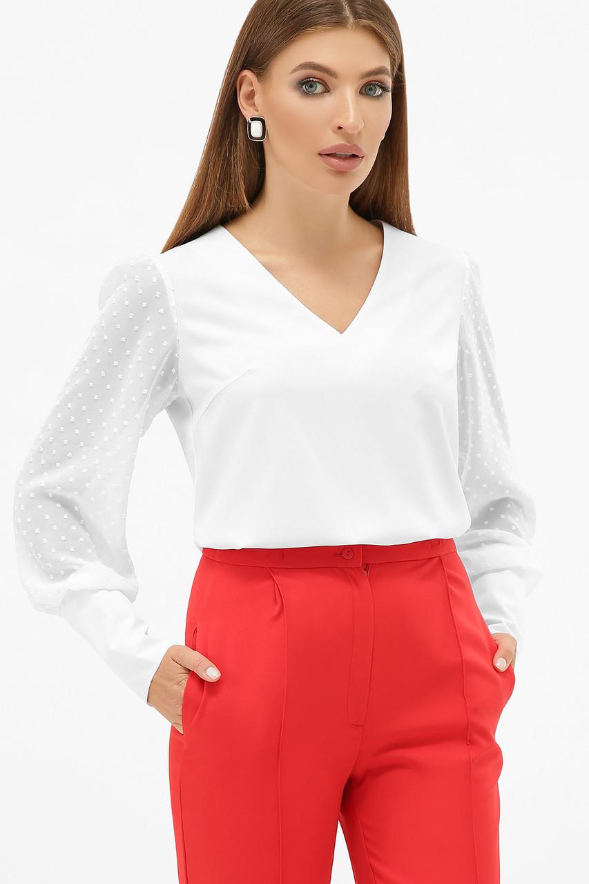 Белая блузка с V-образным вырезом и длинным рукавом