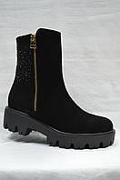 Черные замшевые ботиночки на толстой подошве .Украина..