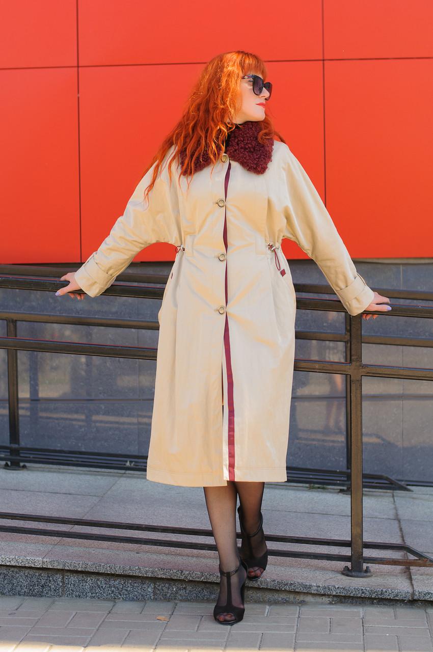 Стильное женское плащевое  бежевое пальто
