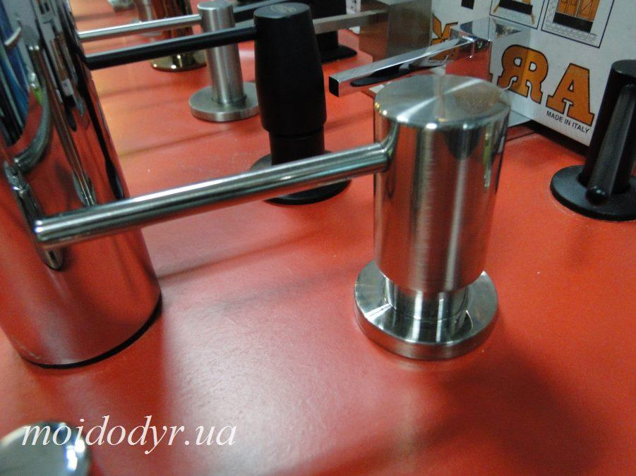 Дозатор моющего средства AQUASANITA DR-002 никель