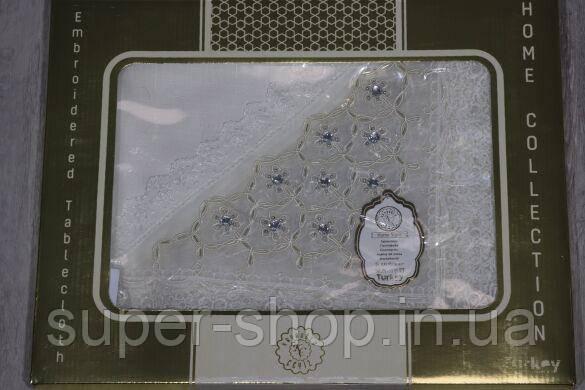 Святкова скатертина молочного кольору на прямокутний стіл Пирланта 160х220 см