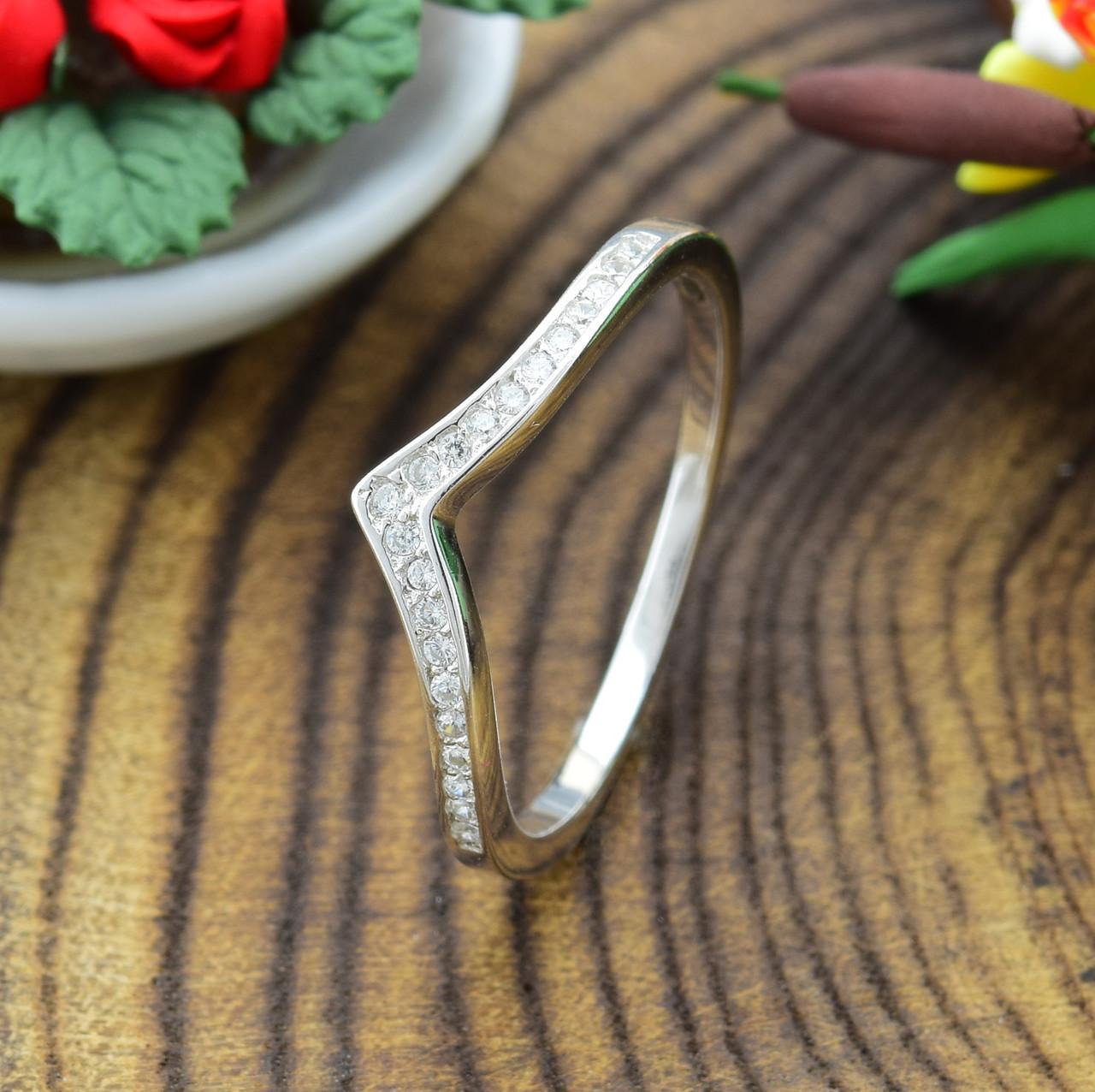 Серебряное кольцо ТС510089б вставка белые фианиты вес 1.1 г размер 14