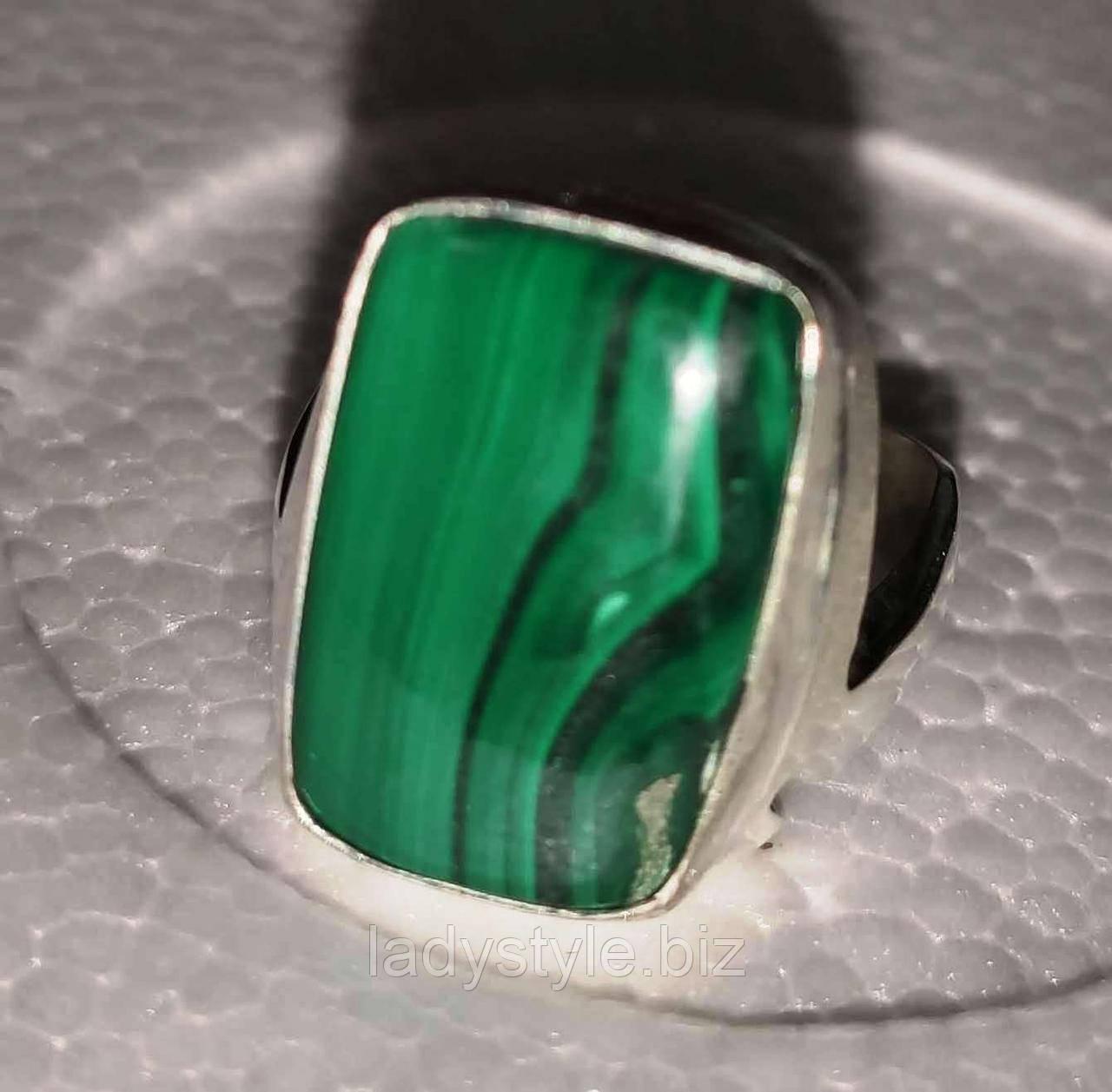 Прямоугольное кольцо  с натуральным малахитом, размер 19