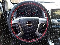 Кожаный чехол на руль (оплетка на руль) черная,переплет красный