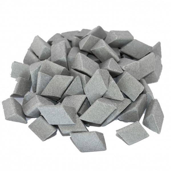 Галтовочные тела (наполнитель для галтовки) керамический скошенный треугольник №16 15х18 мм (RXXD 15/18 S)