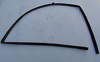Уплотнитель стекла правой двери Mazda 323 C BA
