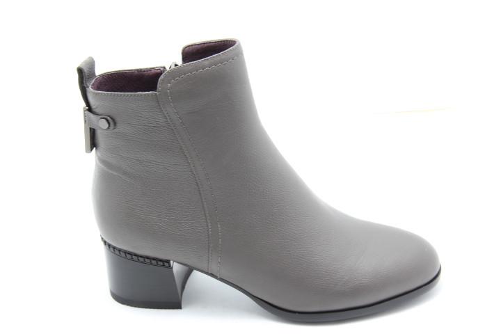 Светлые кожаные женские ботинки Battine B0432