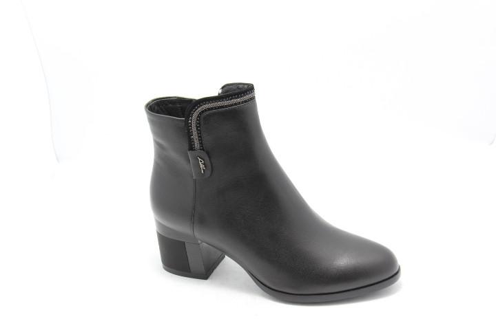 Чорні жіночі черевики на широкому каблуці Battine B583