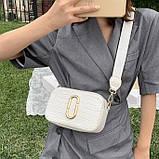 Женская прямоугольная сумка на ремешке рептилия белая, фото 2