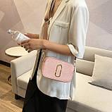 Женская прямоугольная сумка на ремешке рептилия розовая пудра, фото 2