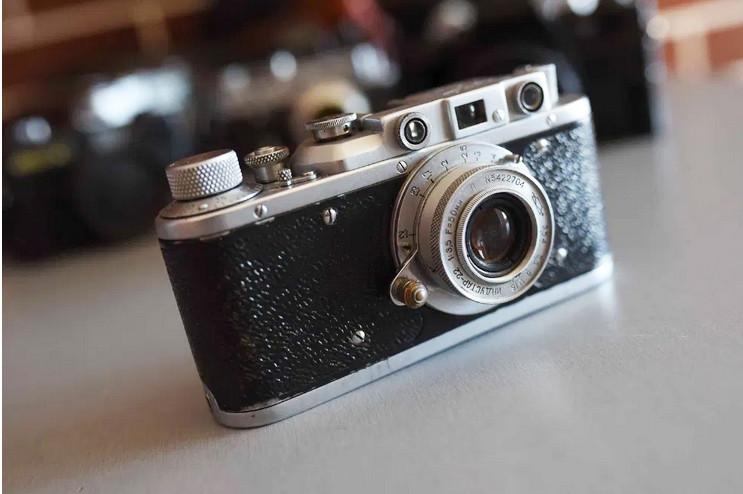 Б/У Пленочный фотоаппарат Зоркий Индустар 22 в чехле, небольшие потертости, шторка работает