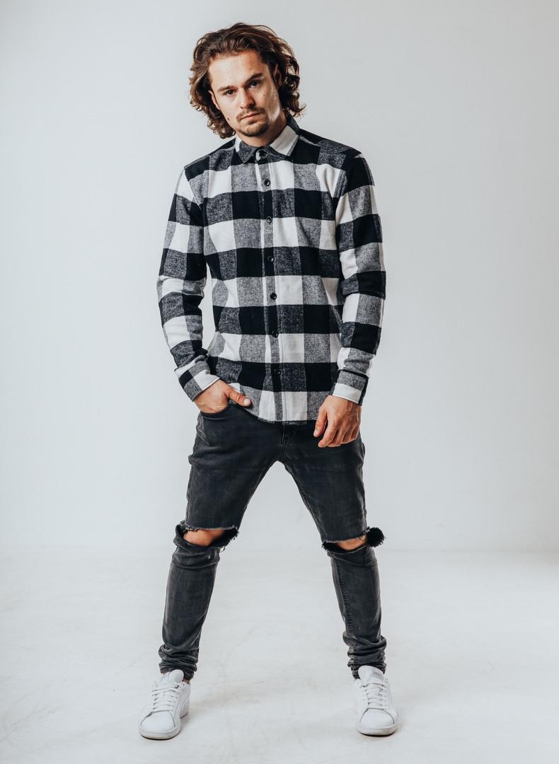 Рубашка мужская клетчатая.Стильная осенняя рубашка серого цвета.