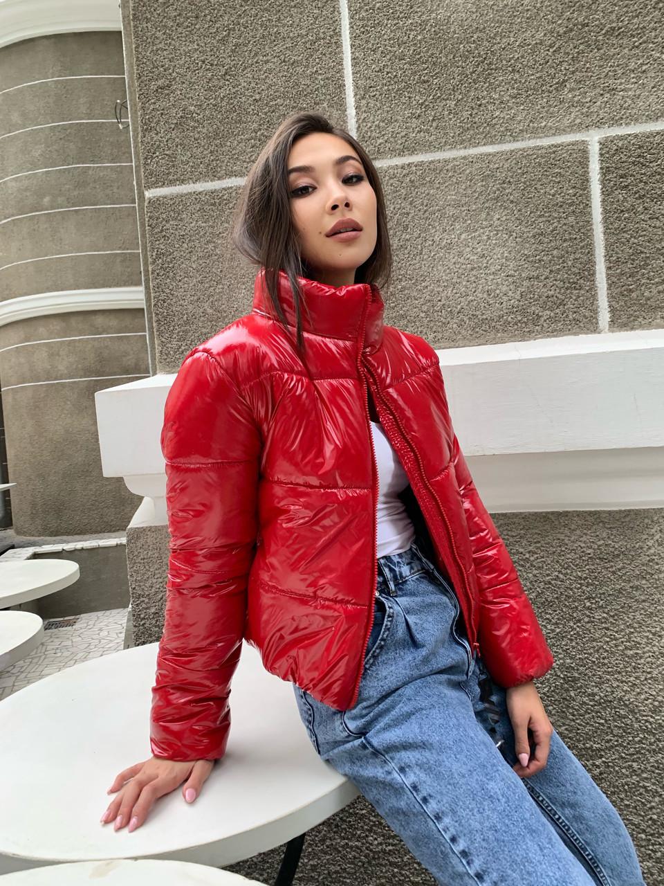 Модна червона коротка, демісезонна куртка жіноча