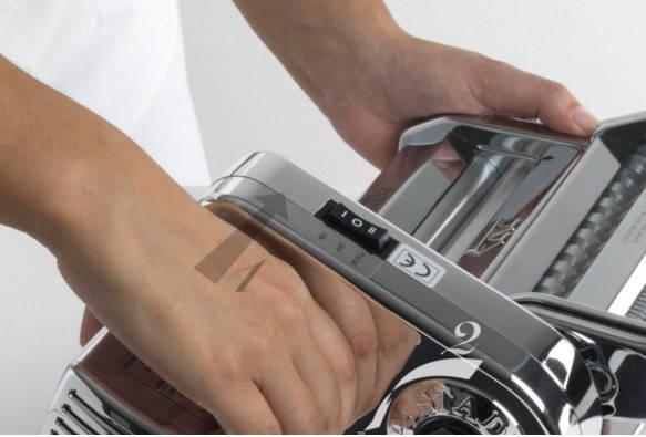 Электрическая машинка для раскатки теста + лапшерезка Marcato Atlas Motor 150 mm, фото 2