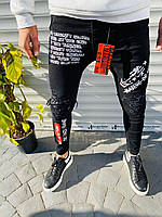 Стильные молодежные мужские зауженные джинсы черные с надписями - 29, 33, 36
