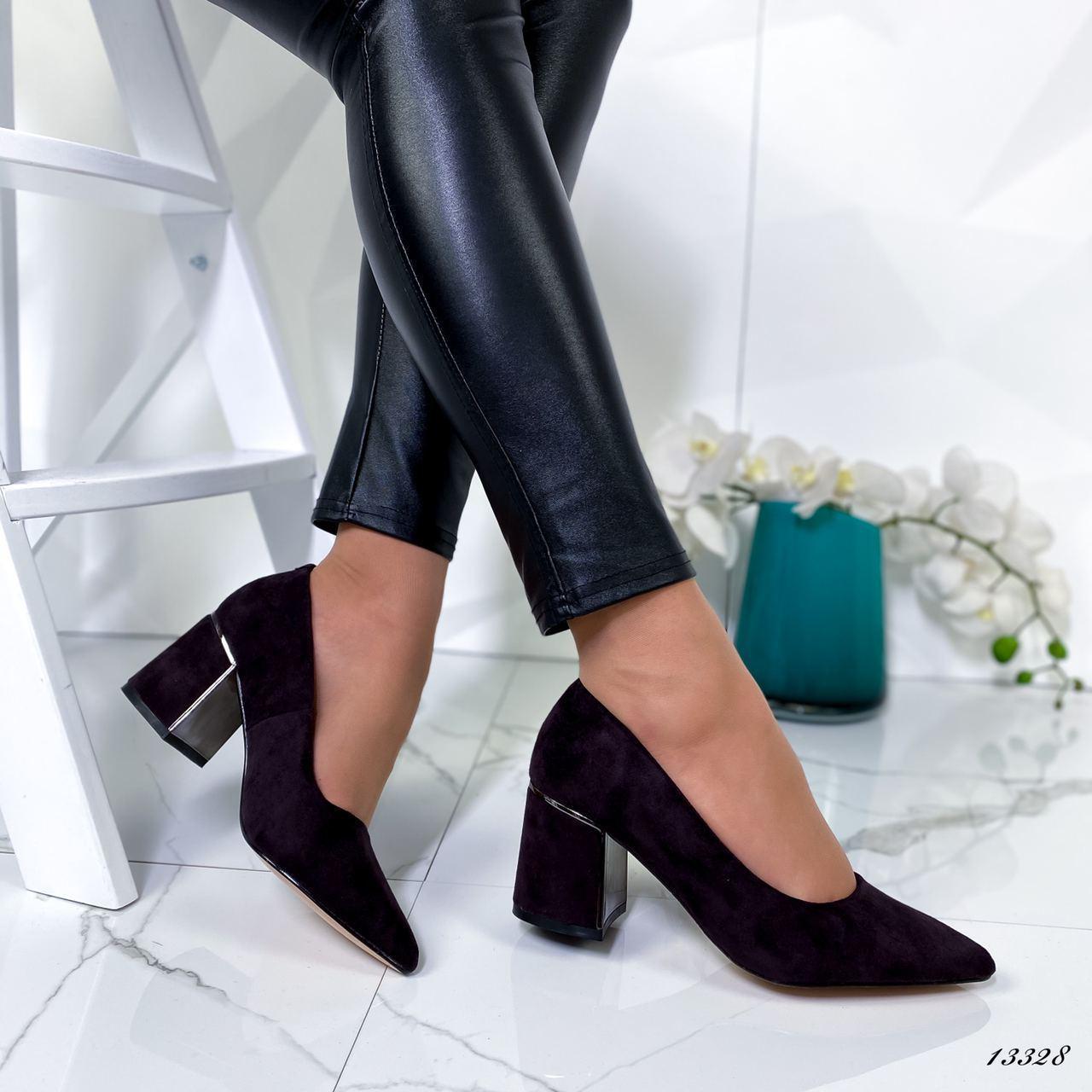 Женские туфли на низком каблуке чёрные