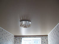Сатиновый натяжной потолок в спальне, фото 1