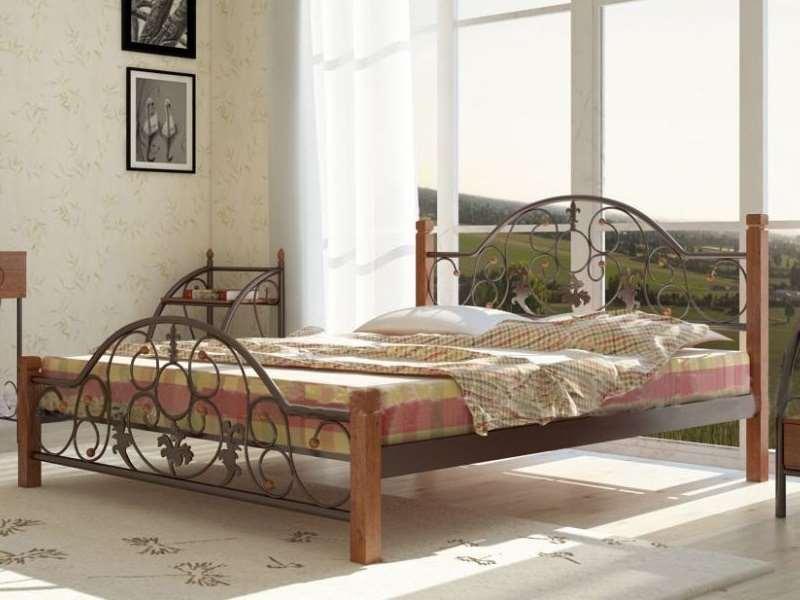 Металлическая кровать Жозефина на деревянных ножках. ТМ Металл-Дизайн