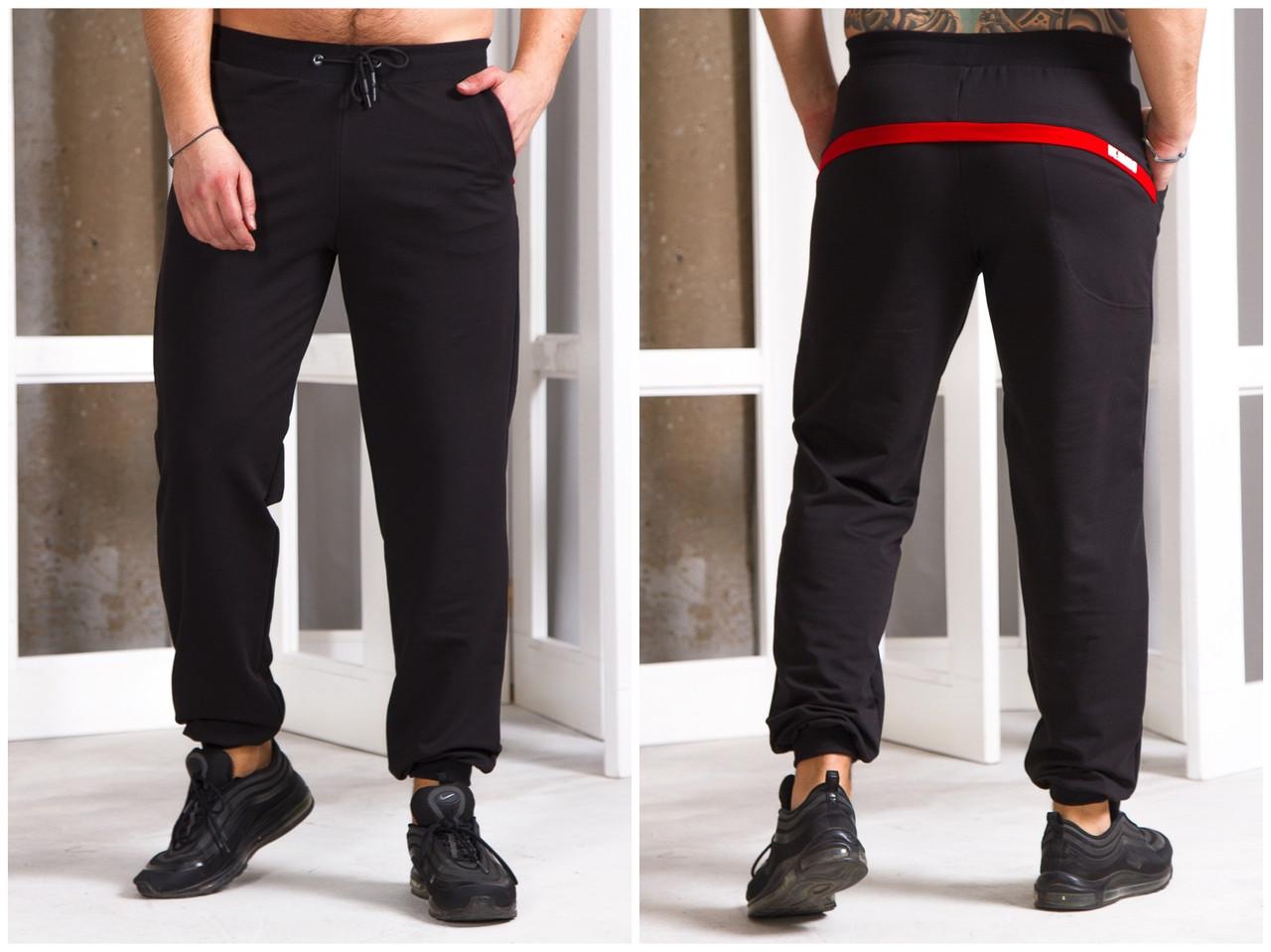 Мужские штаны декорированы цветной полоской