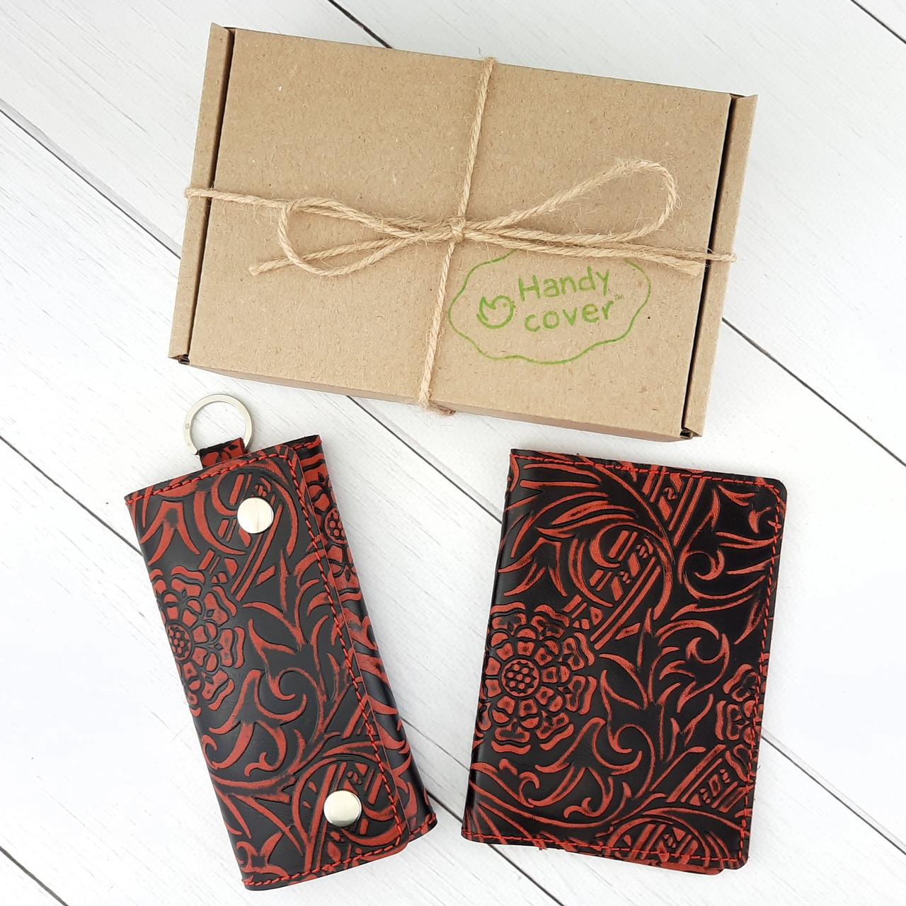 Подарунковий набір №18: Обкладинка на паспорт + ключниця Амелія (бордовий квітка)