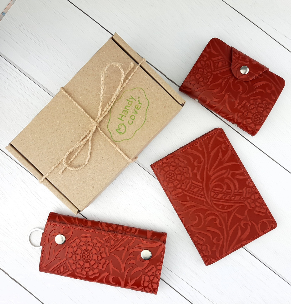 Подарочный набор №29: Обложка на паспорт + ключница + визитница (красный цветок)