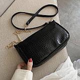 Женская сумочка на ремешке цепочке рептилия багет черная, фото 2