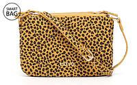Liu Jo представил новую коллекцию аксессуаров с леопардовым сафьяновым принтом.