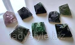 Пірамідка з натурального флюориту