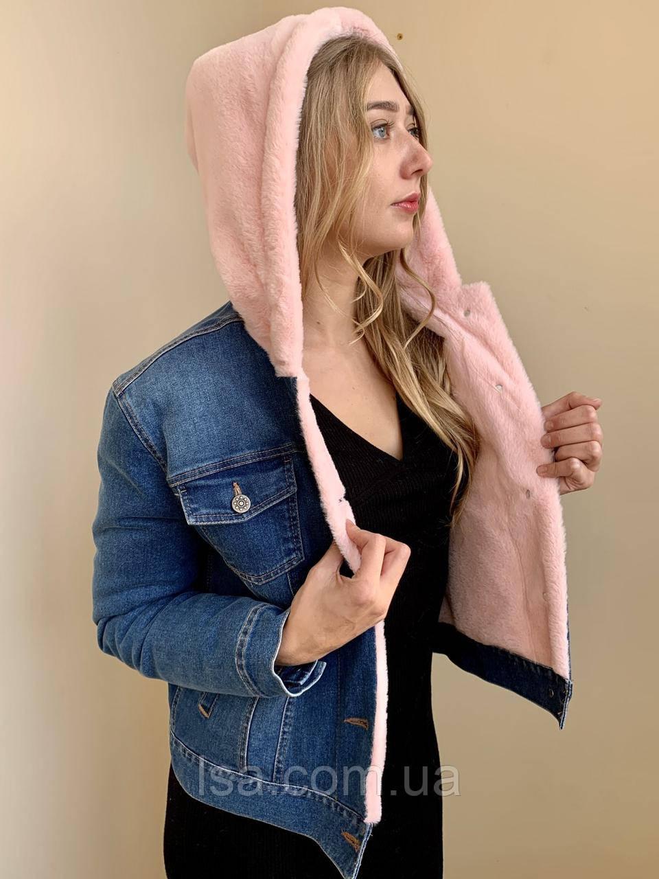 Джинсовая курточка короткая с розовым капюшоном