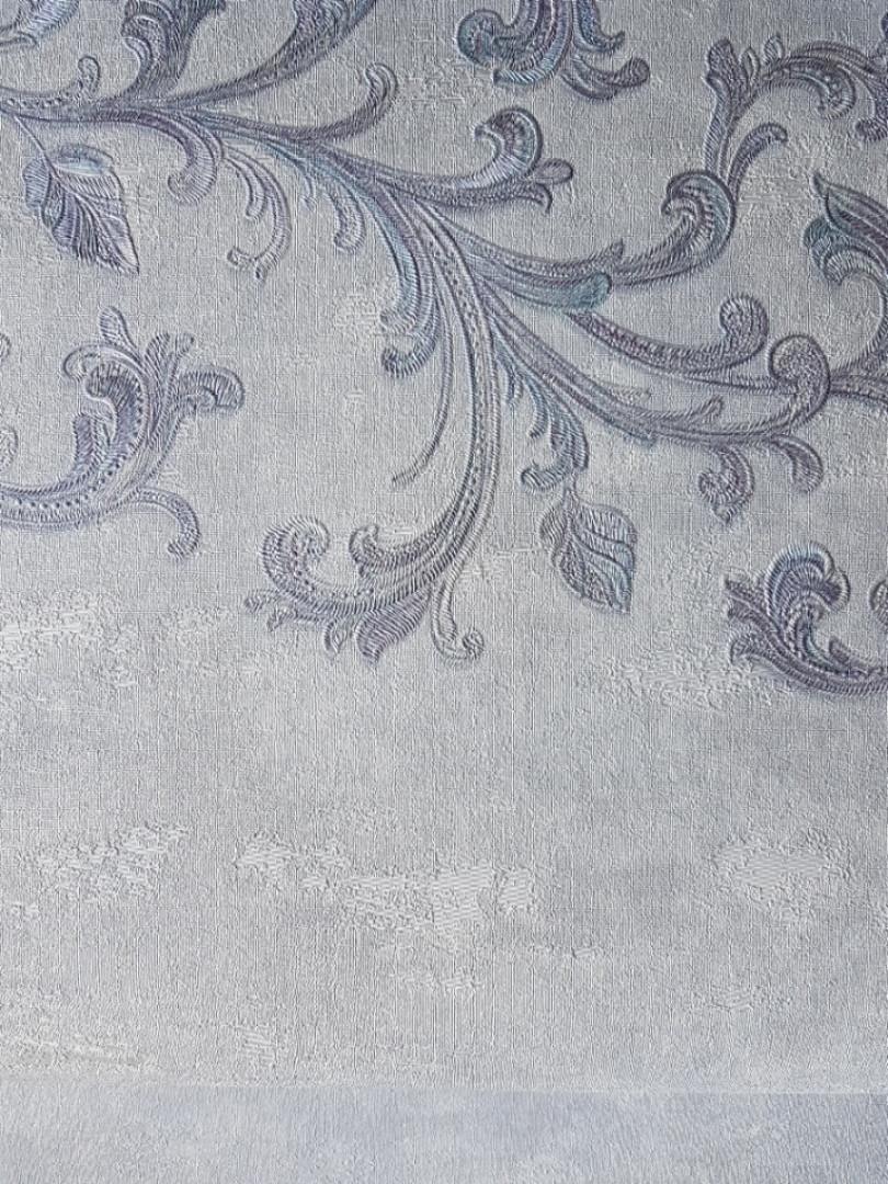 Обои виниловые на флизелине Grandeco Virtuoso метровые завитки вензеля серебром широкая полоса на серо голубом