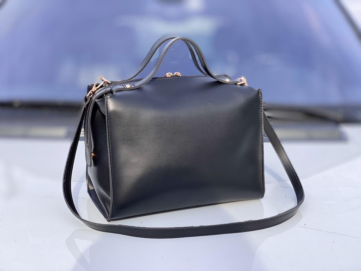 Черная женская сумка саквояж женская сумочка деловая классическая экокожа