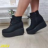 Ботинки замшевые на высокой платформе с танкеткой на шнуровке, фото 6