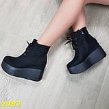 Ботинки замшевые на высокой платформе с танкеткой на шнуровке, фото 9