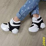 Сникерсы кроссовки на высокой платформе с танкеткой на липучках белые с черным, фото 3